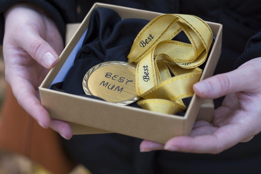 Pokloni medalju